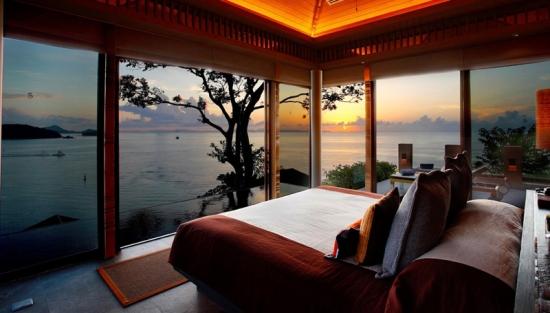 Dormitor cu iesire spre terasa cu piscina ingropata