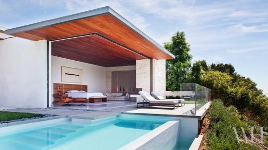 Dormitor cu pereti din sticla demontabili cu iesire catre piscina