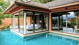 Dormitor in stil modern cu iesire direct catre piscina