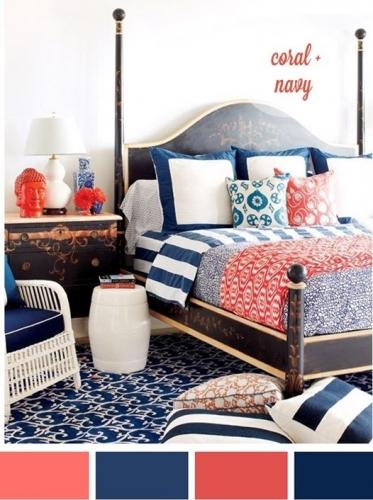 Combinatie de culoarea piersicii si albastru marin pentru dormitor