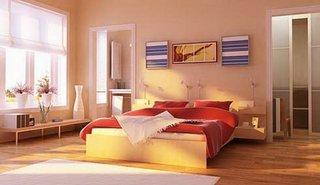 Dormitor cu parchet de lemn si peretii in culoarea piersicii