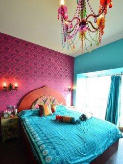 Candelabru din sticla colorata pentru un dormitor marocan