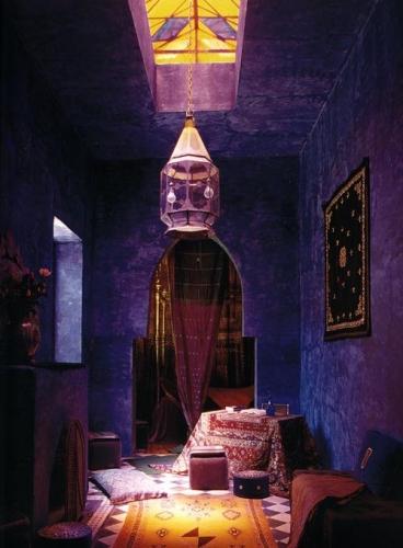 Candelabru marocan si perne decorative