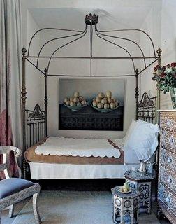 Dormitor cu baldachin din fier forjat