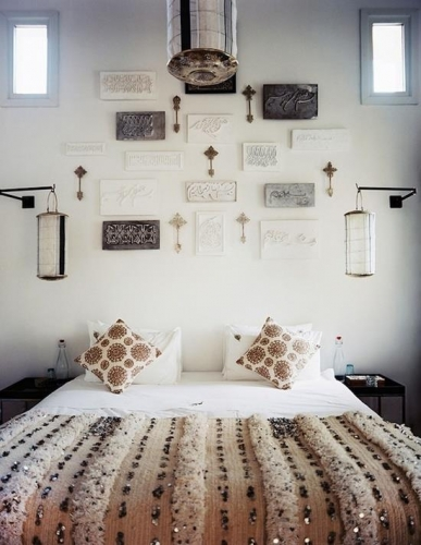 Dormitor cu decoratiuni marocane pe pereti