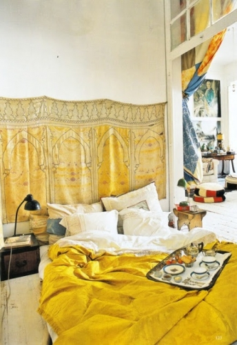 Dormitor in galben sofran si alb