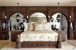Dormitorul cantaretei Cher amenajat in stil marocan