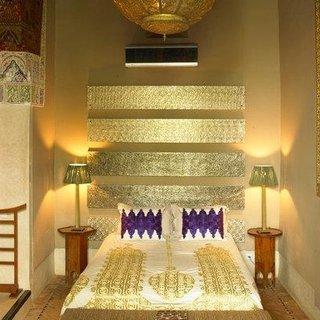 Tablie de pat aurie de inspiratie marocana