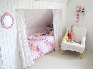 Pat cu perdelute pentru dormitor de fetita