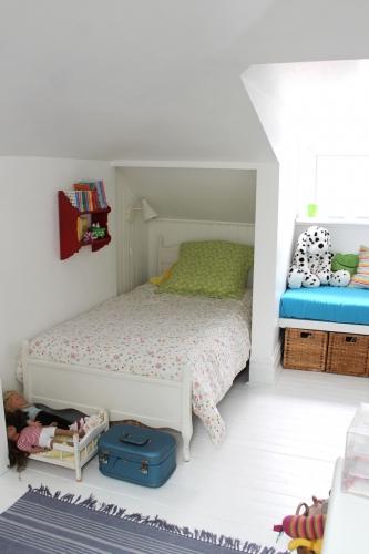 Varianta de amenajare eficienta a unui dormitor pentru copii la mansarda