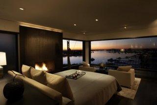 Dormitor cu decor de lux si semineu