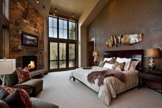 Dormitor mare cu semineu