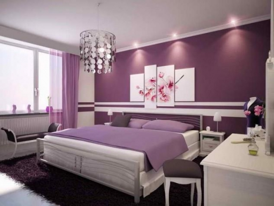 Dormitor modern cu mobila alba si pereti violet
