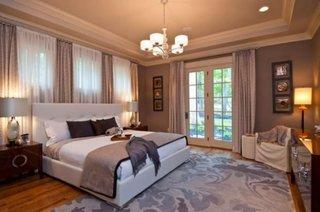 Pereti gri si perdele asortate decor modern dormitor