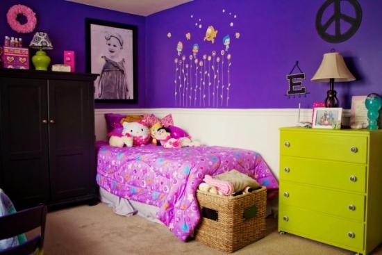 Combinatie de verde maro si mov tare pentru camera fetita