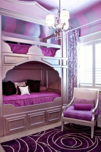 Design interior violet camera copii