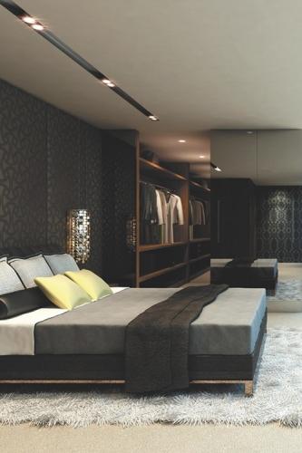 Dormitor glam negru cu accesorii stralucitoare