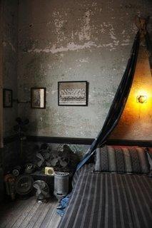 Dormitor in stil industrial pentru barbati