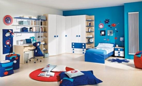 Camera pentru baieti cu albastru marin si alb