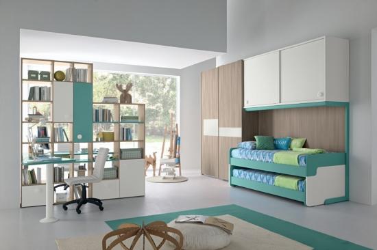 Dormitor pentru copii verde marin alb si lemn de tei cu biblioteca mica si birou asortat