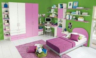 Dormitor pentru fetite cu alb si roz si pereti zugraviti verde mar
