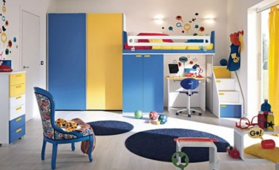 Mobila de dormitor pentru baieti cu albastru si galben
