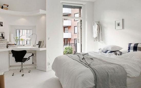 Birou amenajat pe colt in dormitor