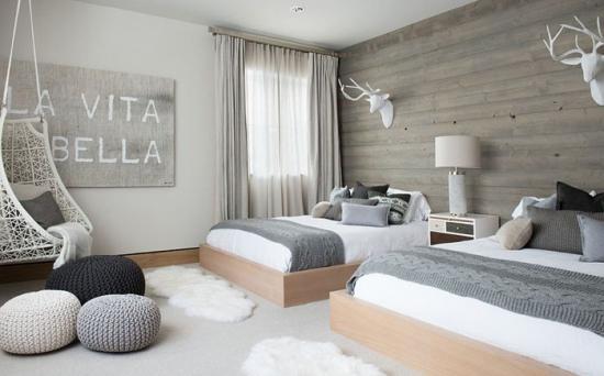 Dormitor cu doua paturi simplu si elegant