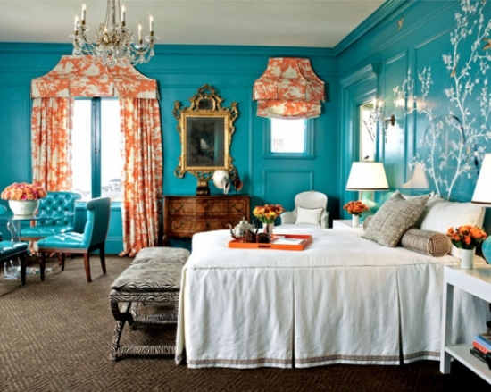 Accesorii portocalii in combinatie cu zugraveala si piese de mobilier turcoaz