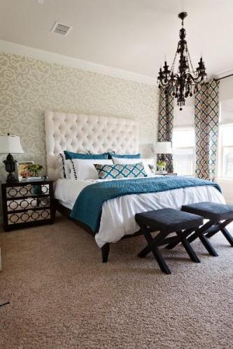 Alb negru si turcoaz pentru amenajarea unui dormitor