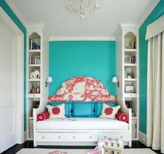 Camera de fetita cu alb si turcoaz