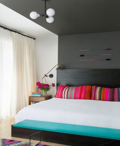 Fucshia si turcoaz culori potrivite pentru dormitor
