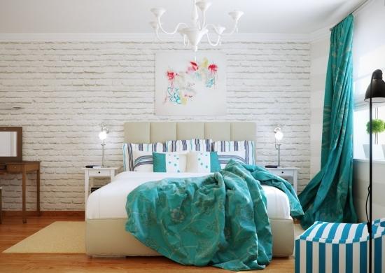 Perete de accent placat cu caramida alba si cuvertura de pat si peredele turcoaz