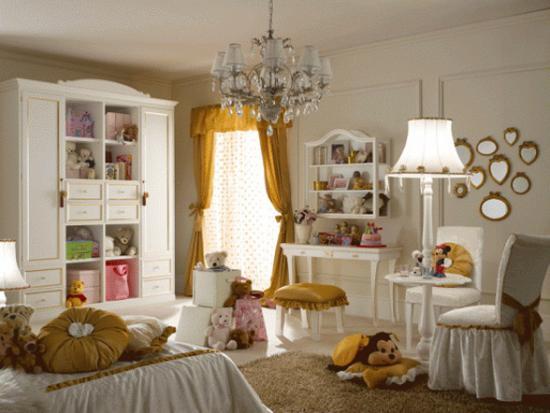 Dormitor cu multe decoratiuni pentru copii
