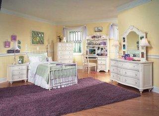 Dormitor pentru fete amenajat clasic