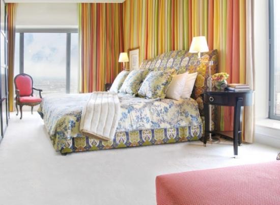 Draperii colorate cu dungi dormitor