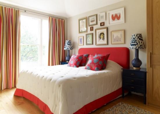 Draperii in dungi multicolore dormitor