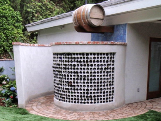 Dus de grdina zidit cu butoi cu apa incalzit de soare