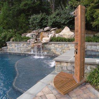 Model de dus exterior pe stativ pentru  piscina