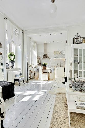 Zona open-space de bucatarie, dining si living