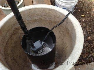 4. Introduceti pompa in teava de PVC