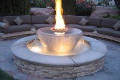 Combinatie inedita de apa si foc intr-o fantana arteziana
