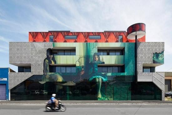 Proiect inedit de cladire cu o fatada unica in stil vintage - intalnirea dintre arta si arhitectura