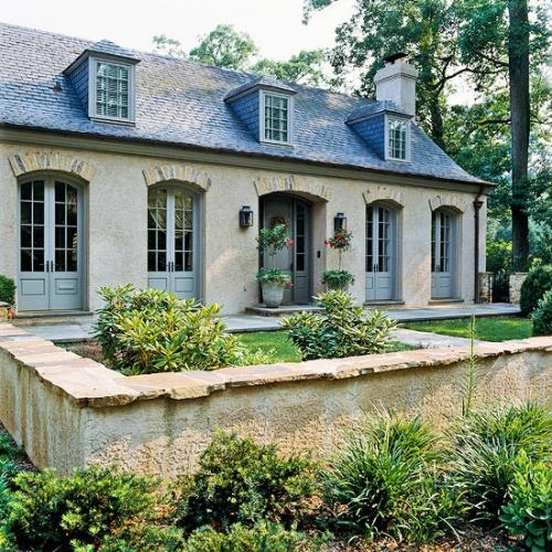 Casa cu fatada in stil francez