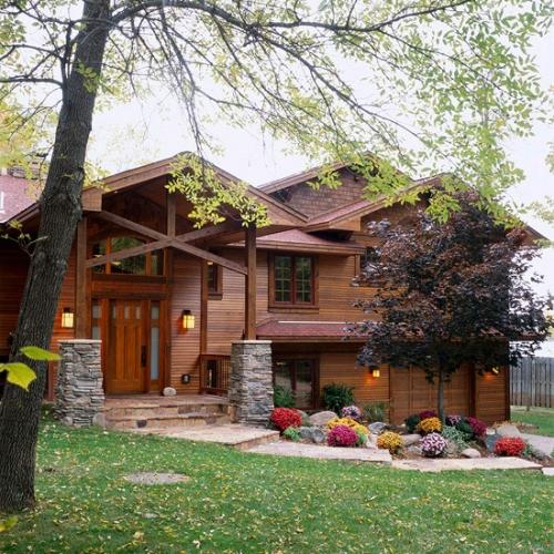 Casa pe structura din lemn cu fatada placata integral cu lemn tratat