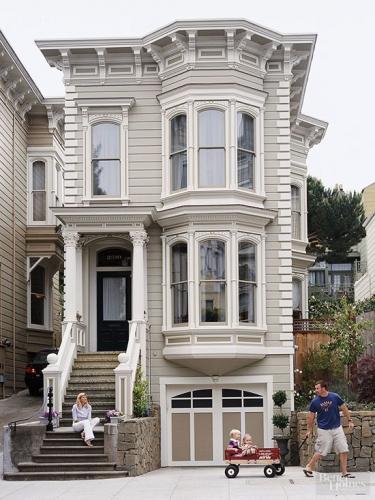 Combinatie de gri si alb pentru exteriorul casei