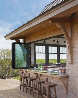 Bucatarie cu fereastra culisanta cu deschidere spre terasa