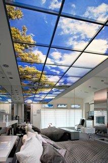 Fereastra falsa in tavan tehnologie moderna cu cristale lichide