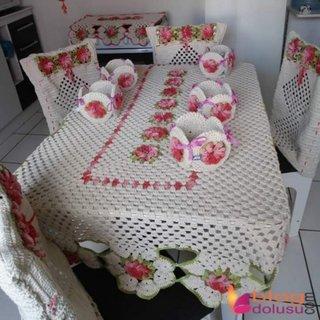 Bucatarie decorata cu set crosetat din macrame pentru masa si scaune