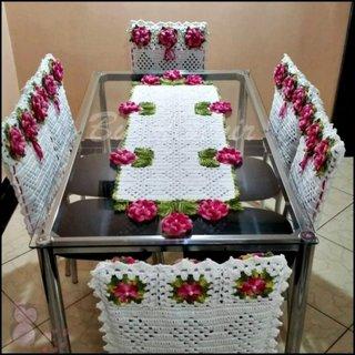 Centru de masa crosetat din macrame cu trandafiri